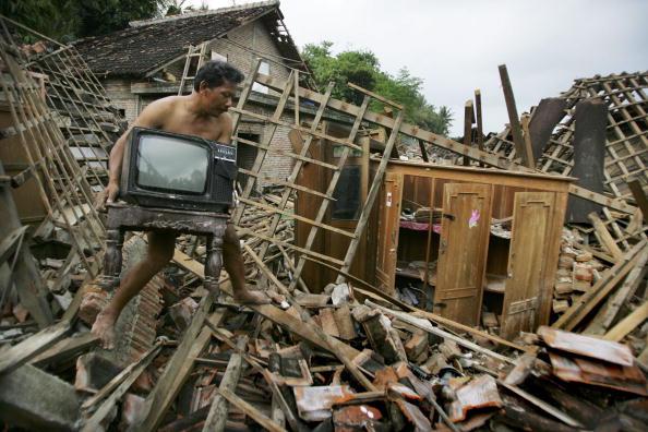 2006「Deadly Earthquake Hits Central Java」:写真・画像(3)[壁紙.com]