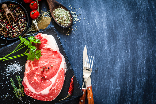 Part of a Series「Fresh raw beef steak on dark background」:スマホ壁紙(0)