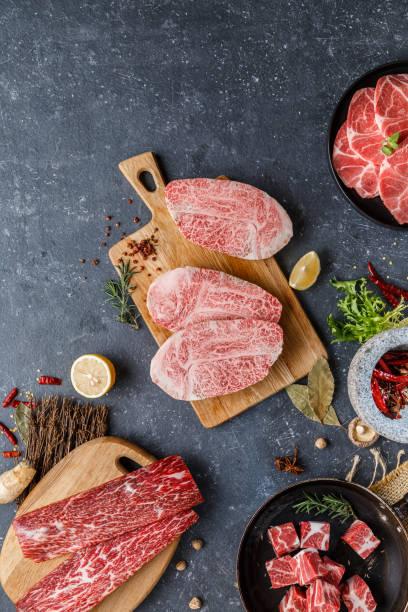 Fresh raw beef steaks on the table:スマホ壁紙(壁紙.com)