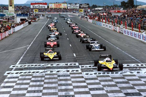 F1レース「Alain Prost, Eddie Cheever, Ricardo Patrese, René Arnoux, Grand Prix Of France」:写真・画像(6)[壁紙.com]