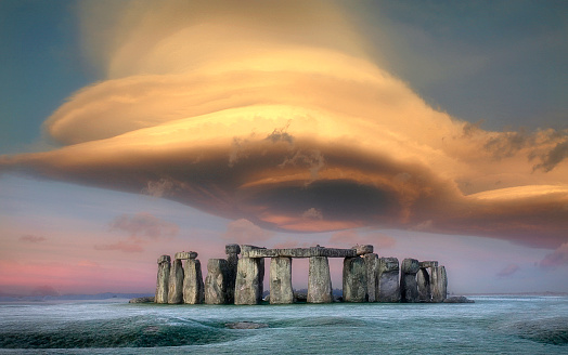 UNESCO World Heritage Site「Storm cloud over Stonehenge, Wiltshire, England, UK」:スマホ壁紙(11)