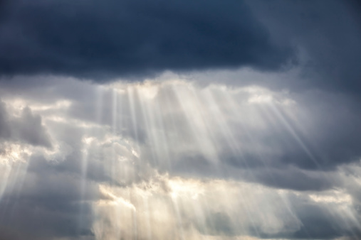 Aura「Storm Clouds & Sun Beams」:スマホ壁紙(2)