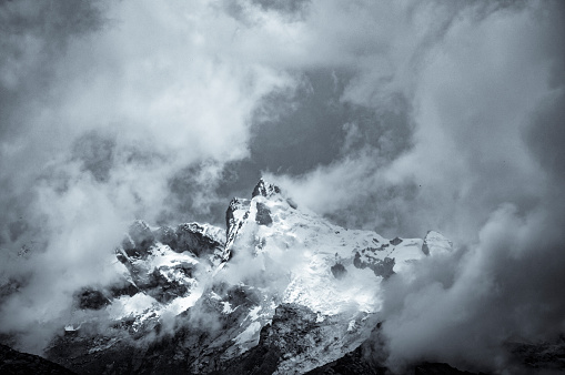 Peru「Storm Clouds Gather Around A Mountain Near Huaraz In Peru」:スマホ壁紙(8)