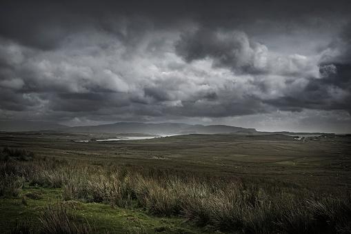 Rolling Landscape「Storm clouds over rural landscape」:スマホ壁紙(3)
