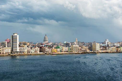 Old Havana「Storm clouds over Old Havana and the Capitol dome.」:スマホ壁紙(7)