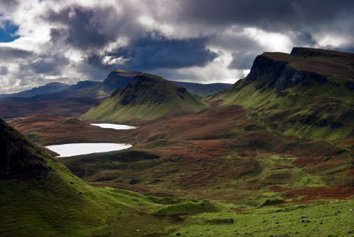 Quirang「Storm Clouds and Landscape Along a Trail at the Quiraing on the Isle of Skye, Scotland」:スマホ壁紙(17)