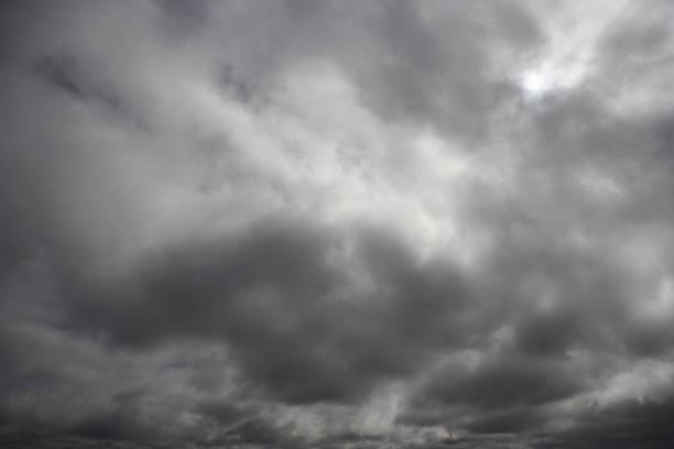 Storm clouds:スマホ壁紙(壁紙.com)