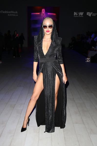Plunging Neckline「ZHIVAGO - Front Row - Mercedes-Benz Fashion Week Australia 2017」:写真・画像(5)[壁紙.com]