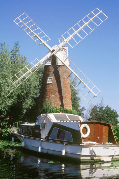 Windmill at Barton Broad. Norfolk Broads, United Kingdom.:ニュース(壁紙.com)