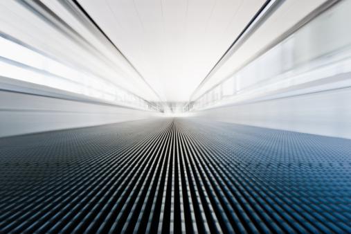 Escalator「空港の歩道を移動階段」:スマホ壁紙(12)