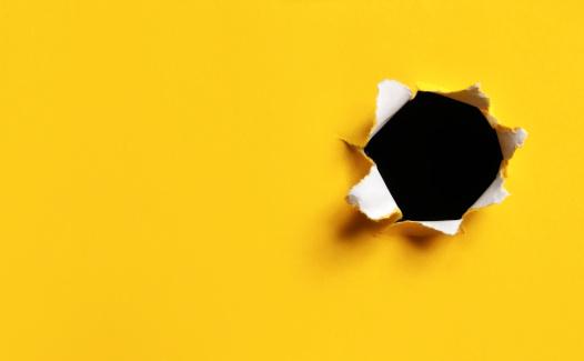 発見「黄色 Torn 紙ホール、水平」:スマホ壁紙(13)