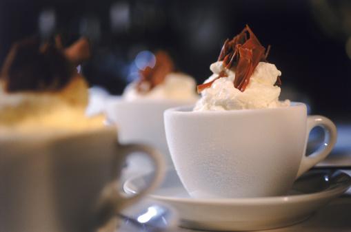 ココア「Hot chocolate with whipped cream, close-up」:スマホ壁紙(17)