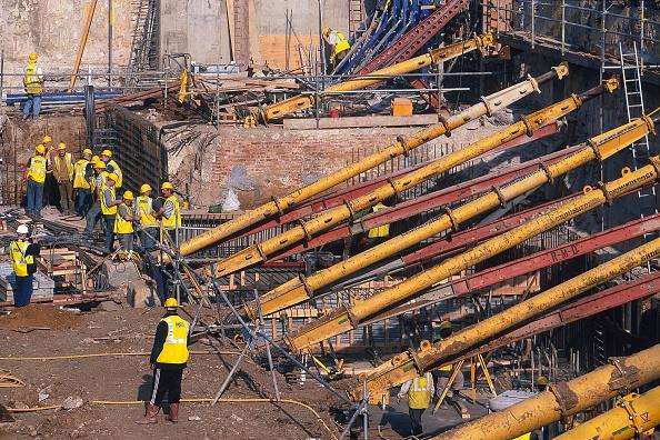 2002「Wall retention in progress on construction site, United Kingdom.」:写真・画像(18)[壁紙.com]