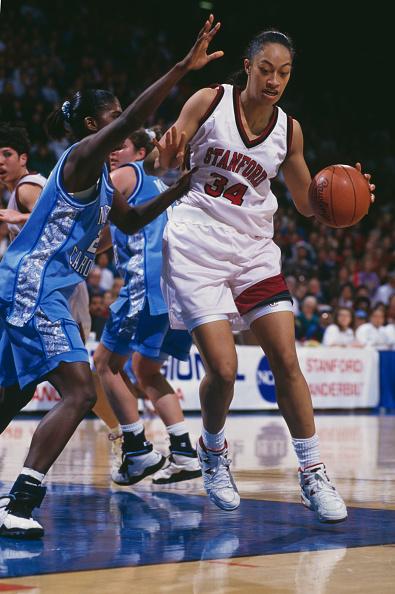 Dribbling - Sports「UNC Tar Heels vs University of Stanford Cardinal」:写真・画像(10)[壁紙.com]