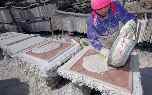Construction Material「Villagers Work At A Plasterboard Workshop」:写真・画像(5)[壁紙.com]