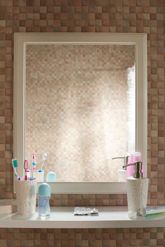 Toiletries「POV empty mirror」:スマホ壁紙(7)