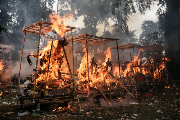 Cremation「Hundreds Of Corpses Collectively Cremated In Hindu Ceremony」:写真・画像(3)[壁紙.com]