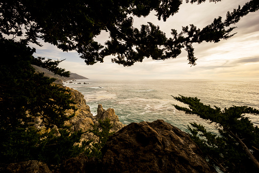 Julia Pfeiffer Burns State Park「View from Cabrillo Highway of Big Sur, the rugged coastline and Pacific Ocean, Julia Pfeiffer Burns State Park」:スマホ壁紙(17)