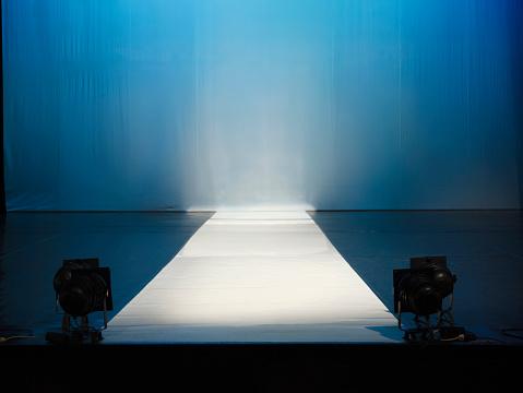 Fashion Show「Empty catewalk stage lights」:スマホ壁紙(5)