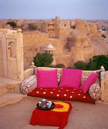 Rajasthan「A seating arrangement on a rooftop of the Ajit Bhawan in Jaiselmer」:スマホ壁紙(0)