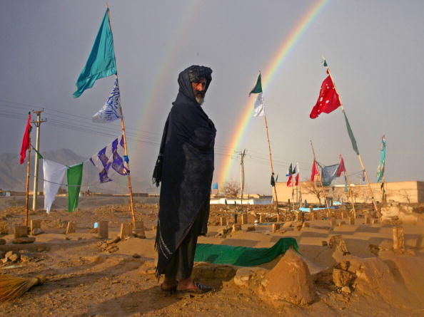 Rainbow「Pilgrims Drawn to al Qaeda cemetery in Kandahar」:写真・画像(15)[壁紙.com]