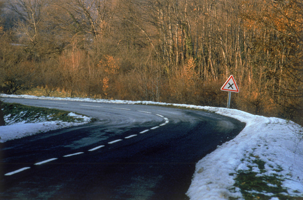 Light Trail「Icy road surface in winter, Region of Savoy, Province of Rhone Alps, France」:写真・画像(4)[壁紙.com]