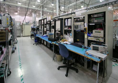 ������「Modern Workstation inside an Industrial Building」:スマホ壁紙(15)