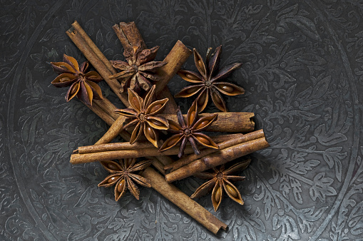 Bowl「Cinnamon sticks and star anise on metal plate」:スマホ壁紙(2)