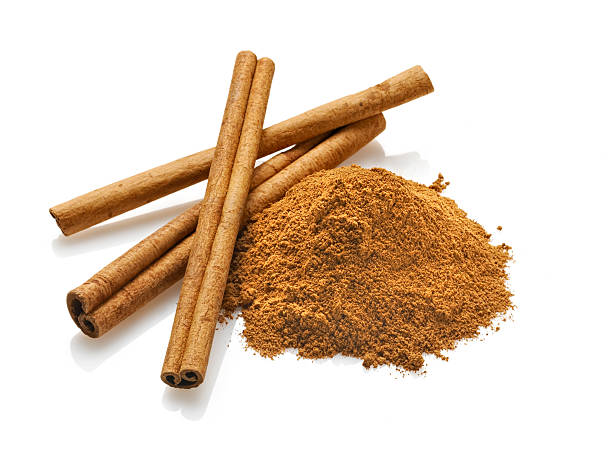 Cinnamon sticks and Powder, White Background:スマホ壁紙(壁紙.com)
