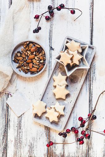 Cookie「Cinnamon stars and cracked nuts」:スマホ壁紙(6)