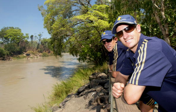 イーストアリゲーター川「Australian Cricketers Visit Remote Aboriginal Towns Of Oenpelli And Ja」:写真・画像(1)[壁紙.com]