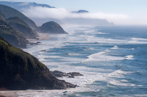 Cannon Beach「Fog just south of Cannon Beach, Oregon Coast, USA Most distant point is Cape Falcon. 」:スマホ壁紙(10)