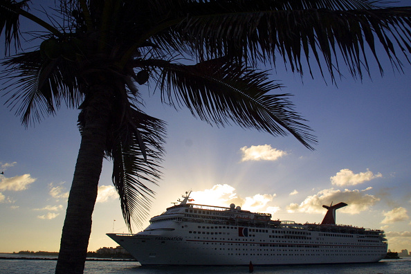 Cruise - Vacation「Cruise Lines In Competition」:写真・画像(1)[壁紙.com]