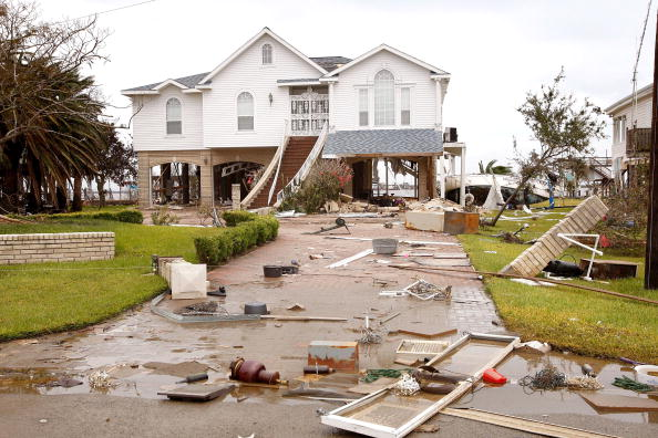 Hurricane Ike「Coastal Texas Faces Heavy Damage After Hurricane Ike」:写真・画像(8)[壁紙.com]