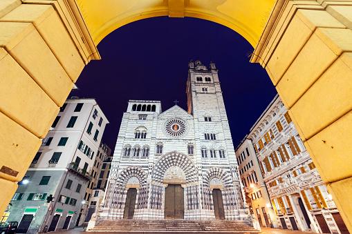 Town Square「Italy, Liguria, Genoa, Cattedrale di San Lorenzo at night」:スマホ壁紙(16)