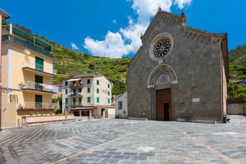 Town Square「Italy, Liguria, La Spezia, Cinque Terre, Manarola, view to square and church」:スマホ壁紙(6)