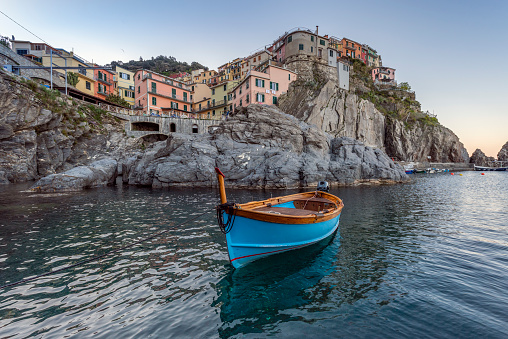 UNESCO World Heritage Site「Italy, Liguria, La Spezia, Cinque Terre National Park, Manarola, empty blue fishing boat」:スマホ壁紙(10)