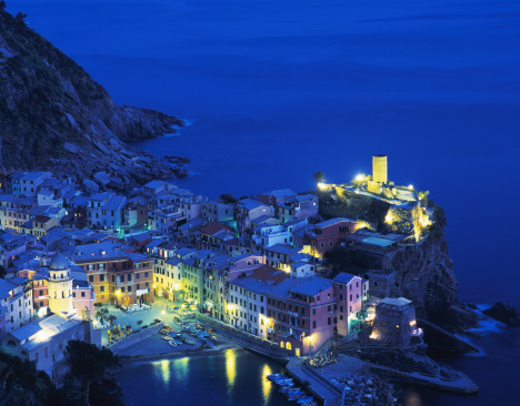 2002「Italy, Liguria, Cinque Terre, Vernazza, night, elevated view」:スマホ壁紙(17)