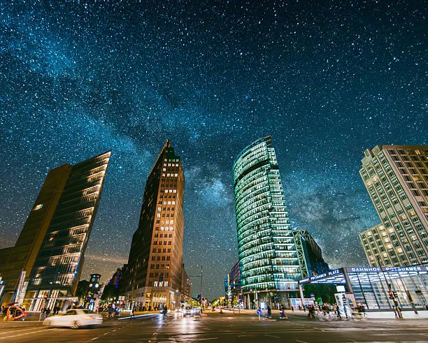 Potsdamer Platz under the stars:スマホ壁紙(壁紙.com)