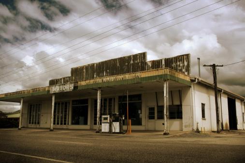 Sepia Toned「Deserted Gas Station」:スマホ壁紙(2)
