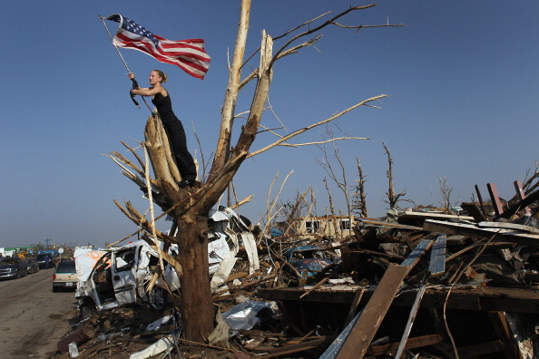 Missouri「Joplin, Missouri Reels After F5 Tornado Devastates Town, Kills Over 130」:写真・画像(13)[壁紙.com]
