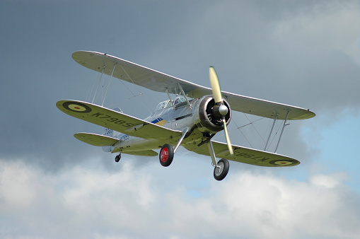 RAF「Gloster Gladiator in Royal Air Force colors flying above Duxford airport, England.」:スマホ壁紙(10)