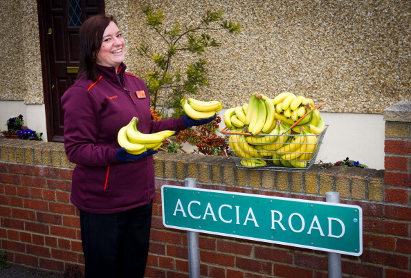 Sainsburys「Sainsbury's Bananamen Deliver Free Fairtrade Bananas To Residents Of Acacia Road」:写真・画像(13)[壁紙.com]