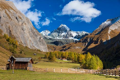 リス「秋の美しい山間の谷 Ködnitz のグロースグロックナー山」:スマホ壁紙(0)