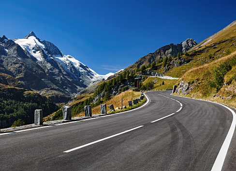 Mountain Road「Grossglockner mountain and scenic High Alpine Road, Austria」:スマホ壁紙(9)