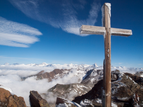 Piedmont - Italy「Cross on top of an alpine peak」:スマホ壁紙(7)