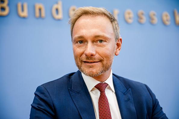 カメラ目線「Political Parties React To Brandenburg And Saxony State Elections Results」:写真・画像(3)[壁紙.com]