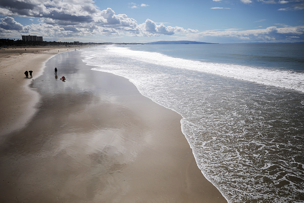 Beach「Coronavirus Pandemic Causes Climate Of Anxiety And Changing Routines In America」:写真・画像(4)[壁紙.com]