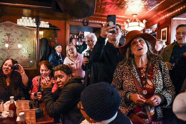 歴史「Protest Held At Iconic Greenwich Village Bar, The White Horse Tavern, Over Its Change Of Ownership」:写真・画像(11)[壁紙.com]