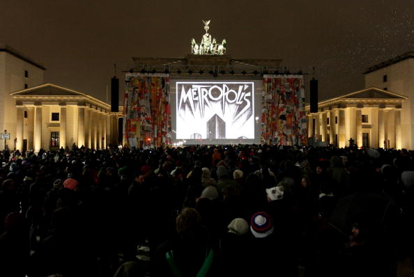 風景(季節別)「60th Berlin Film Festival -  Metropolis Screening At Brandenburg Gate」:写真・画像(5)[壁紙.com]